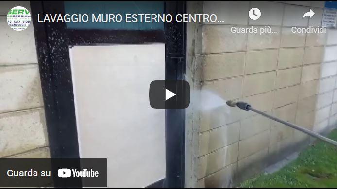 LAVAGGIO MURO ESTERNO CENTRO COMMERCIALE.